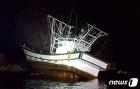 태안해경, 야간항해 중 좌초된 어선 구조