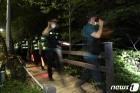 '박원순 시장 실종' 2차 야간 수색작업하는 경찰