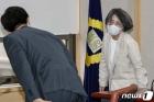 대법원 양형위원회 참석하는 김영란 위원장