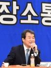 소통간담회서 답변하는 김충섭 김천시장