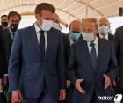 아운 레바논 대통령의 설명듣는 마크롱