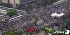 보수단체 '사회적거리두기 없이 집회 강행'