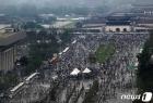 광화문 집회 후 행진 이어가는 보수단체