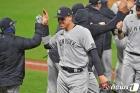양키스, 혈투 끝에 클리블랜드 꺾고 ALDS 진출…다저스도 1차전 승리