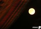 경복궁 위로 떠오른 보름달