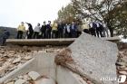 '피해 현장 찾은 환노위 국회의원들'