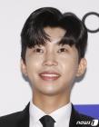'대세' 임영웅, 트로트 가수 최초 100만 유튜버 등극