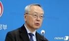 인플루엔자 백신 관련 질의 답변하는 김중곤 교수