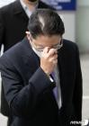 집행유예 선고 받고 법정 나서는 조현준 효성그룹 회장