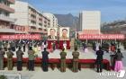 검덕지구서 입사모임 진행하는 북한 당 간부와 주민들