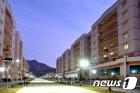 수해 복구 마치고 새 살림집…야경 펼쳐지는 북한 검덕지구