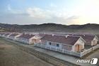 수해 입었던 북한 함경남도 검덕지구에 늘어선 단층 새 살림집들