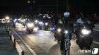 새벽 어둠 뚫고 출근하는 현대차 근로자들