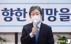 """유승민 """"여당 대선주자 2인, 북한방송 보는 듯한 문비어천가…민망"""""""