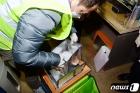 '꼼곰' 백신 검수하는 광주 남구 보건소