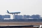 '화이자 백신' 실은 화물기 인천공항 도착
