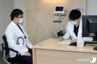 화이자 백신 접종 앞둔 의료원 관계자