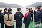 """문재인의 선거개입? 5년전 박근혜는 빨간옷 입고…""""내로남불 한국정치"""""""