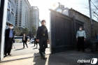 서정협 권한대행 '오랜시간 굳게 닫힌 철문을 넘어'