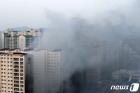 다산동 주상복합 화재 '아파트 단지 뒤덮은 검은 연기'