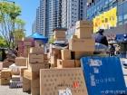 '택배 탑' 쌓이고 경찰까지 출동…고덕 아파트는 '전쟁터'