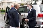가니 아프간 대통령 환영받는 블링컨 국무