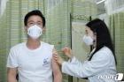 허태정 대전시장, 서구보건소서 아스트라제네카 백신 접종