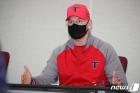 """후배 외국인 감독에게, """"불문율? 문화의 차이, 적응해야 할 부분도..."""""""