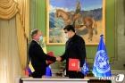 세계식량계획 사무총장과 악수하는 마두로 대통령