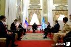비즐리 WFP 사무총장과 회담하는 마두로 대통령