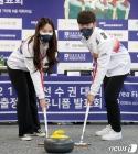 믹스더블 출전하는 김지윤과 문시우