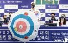 컬링 우산 소개하는 김용빈 회장