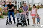 '노 마스크'로 외출하는 이스라엘 일가족
