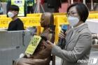 위안부 피해자 2차 손배소 패소 관련 발언하는 이나영 이사장