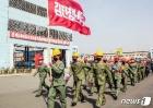 """북한 """"전구로 달려나간 진출자들의 투쟁""""…황해제철소에서"""