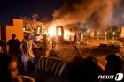 차량 폭탄 테러로 불길 휩싸인 파키스탄 호텔