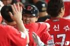 '홈런 축하' SSG 최주환