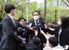 취재진의 질문에 답하는 곽상도 국민의힘 의원