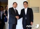 """박지원 국정원장-日 니카이 통화 """"한일관계 개선에 노력"""""""