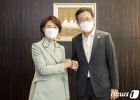 수도권 매립지 문제 논의 위해 만난 한정애·박남춘