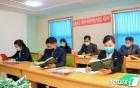 '김정은 찬양' 위대성도서 학습하는 북한 근로자들