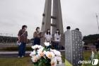 '발길 이어지는 국립5·18민주묘지'
