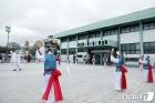 상무관 앞에서 펼쳐지는 풍물공연