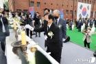분향하는 박병석 국회의장
