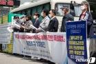 '해직교원 원상회복 특별법 촉구' 기자회견하는 전교조
