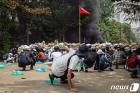 """""""미얀마 군, 쿠데타 이후 시위자 800명 이상 살해""""-인권단체"""
