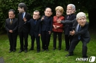 G7 정상 가면 쓰고 풍자하는 NGO 활동가들