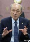 '도박 의혹' 윤용관 홍성군의장, 의원직은 고수?…민주당 탈당
