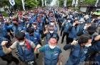 사회적 합의 이행 촉구하는 택배 근로자들