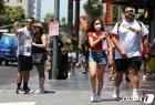 """코로나19 규제서 해방된 캘리포니아·뉴욕…""""중대한 하루"""""""